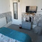 Room 6 Double Bed & TV